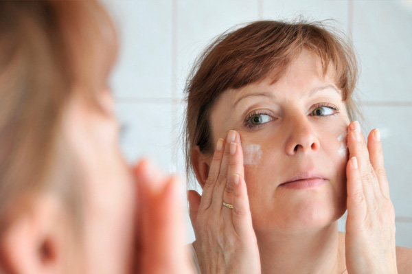 busy-mom-applying-spf-lotion