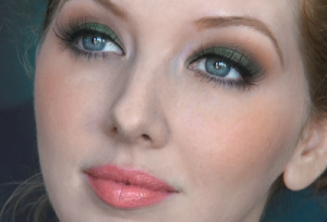 Green Holiday Eyes + 4 Lipstick Options!