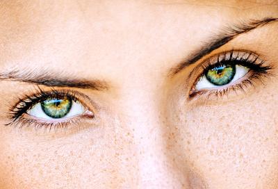 Top 10 MAC Eyeshadows for Green Eyes