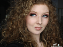 Face of the Day: Smokey Cranberry Eyes for Thanksgiving