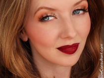 Face of the Day: Rocking Red Lips!