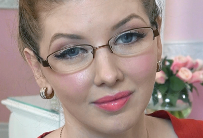 Makeup Tips for Looking Gorgeous in Glasses
