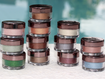MakeupGeek Foiled Pigments | Review, Swatches & Looks